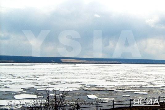 Нижняя кромка ледохода на реке лене
