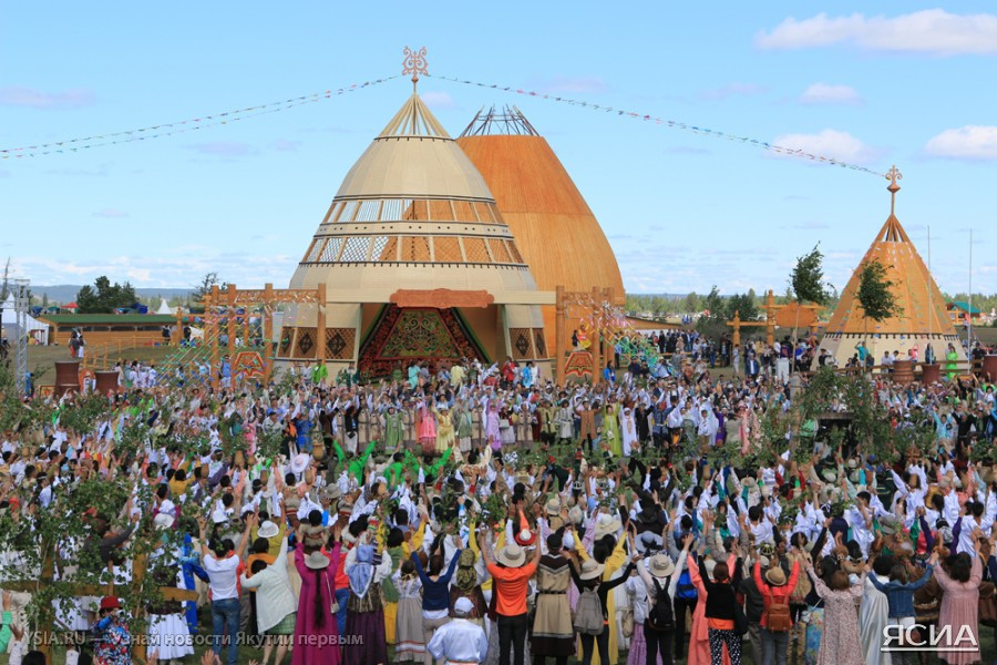 В местности «Үс хатын» проходит Ысыах Туймаады-2014 - ЯСИА